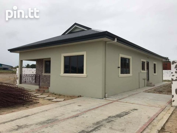 Spacious 3 bedroom homes in a Gated Comunity-1