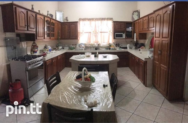 Whiteland House with 5 Bedrooms-5