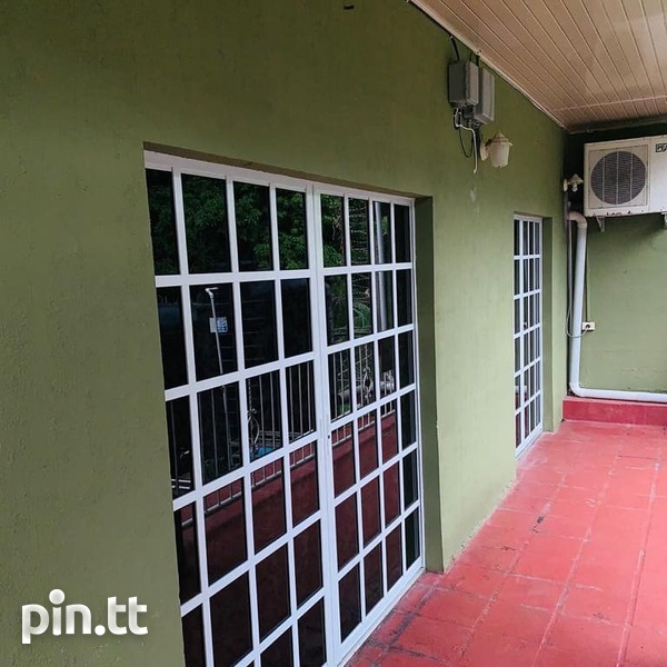 House with 5 Bedrooms Pine Ridge Heights-2