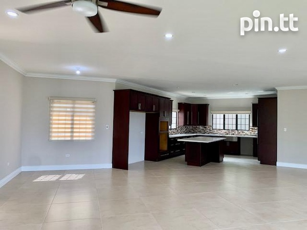 House with 4 bedrooms unfurnished for occupancy-4