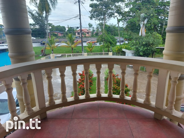 3 Bedroom Apt Next to Cheif Brand, Charliville-1
