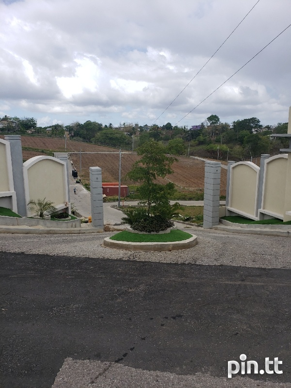 Iere Village Lots in gated community-3