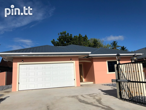 Move in Ready Central Home with 3 bedrooms-1