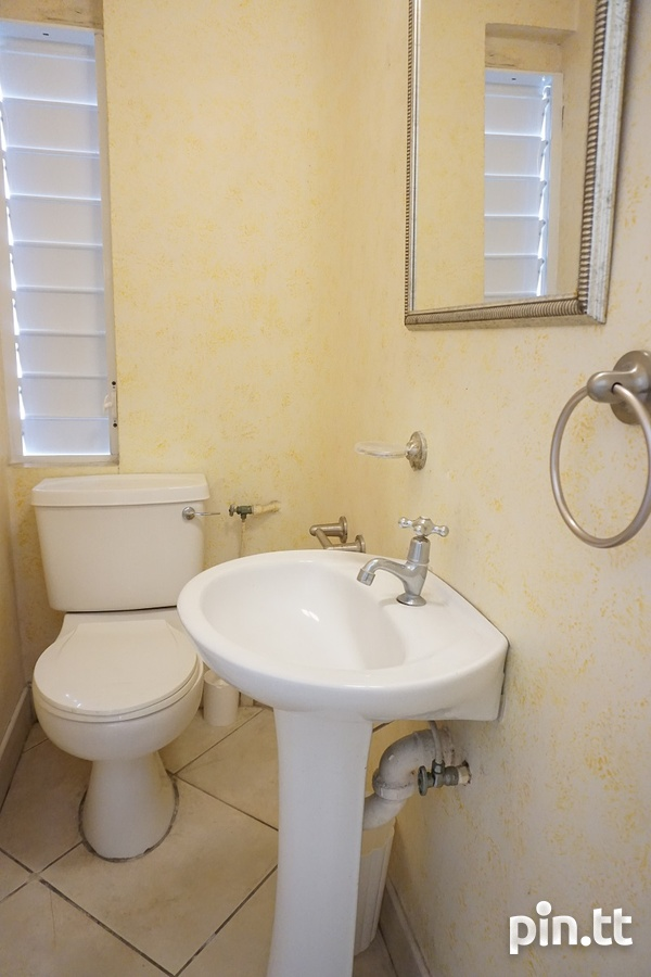 Highpoint Townhouse with 2 Bedrooms, Westmoorings-3