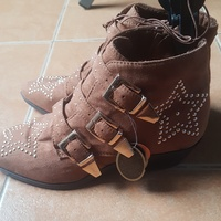 NEW ANKLE BOOTS SIZE 6 - IDEAL GIFT