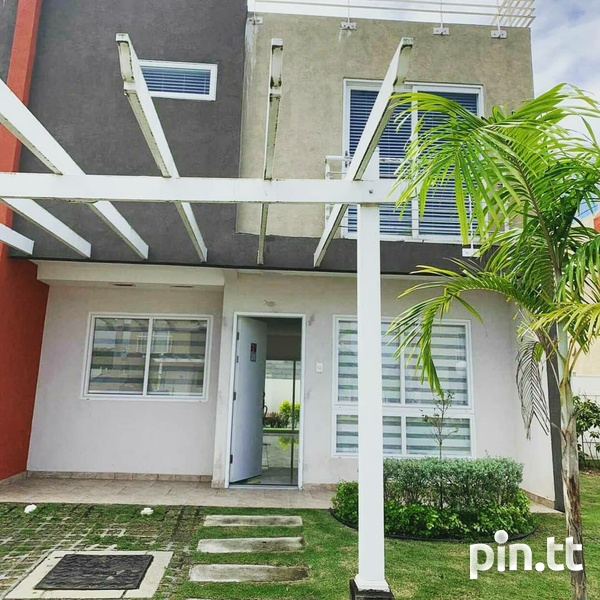 MONTROSE PLACE 3 BEDROOM TOWNHOUSE-1