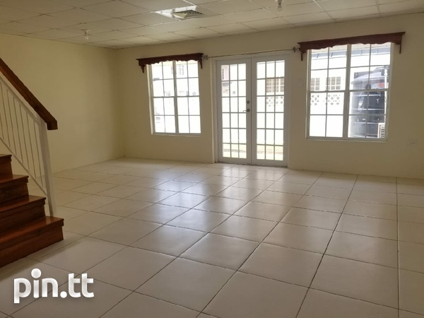 Brentwood Townhouse with 3 Bedrooms-3