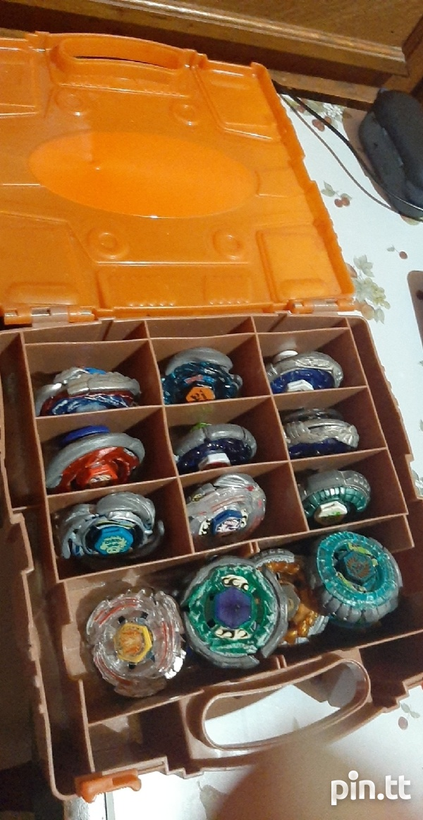 Beyblades with carry kit-3