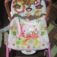 Baby bouncer/Vibrator 2 in 1 Bed/ chair and crib/playpen pack & Play