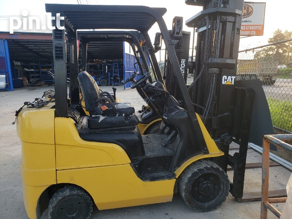 Cat and Hyundai forklift-4