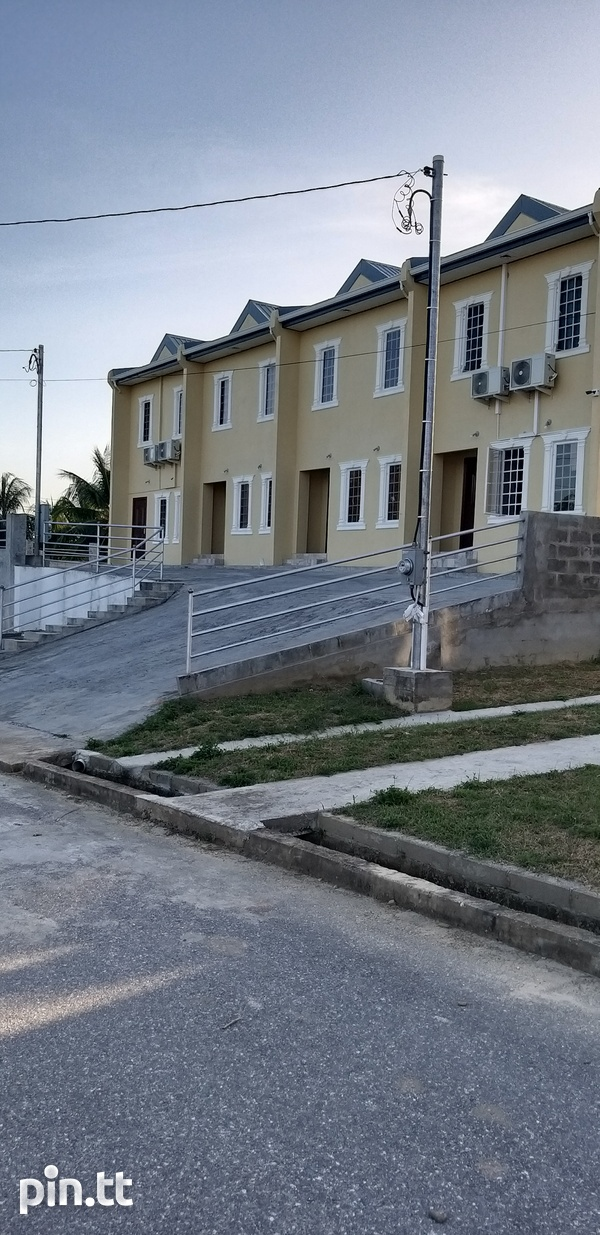 End Unit Townhouse with 3 Bedrooms-1