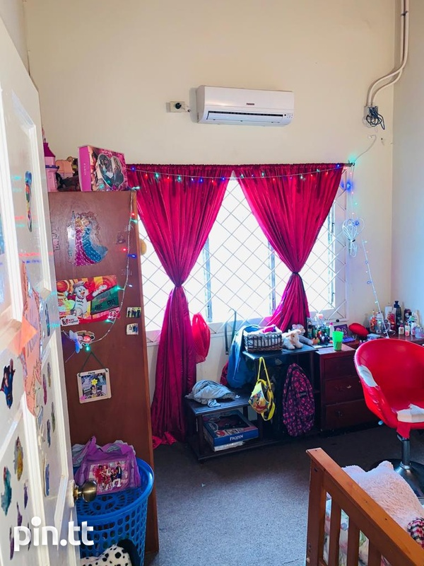 House with 5 Bedrooms Pine Ridge Heights-8