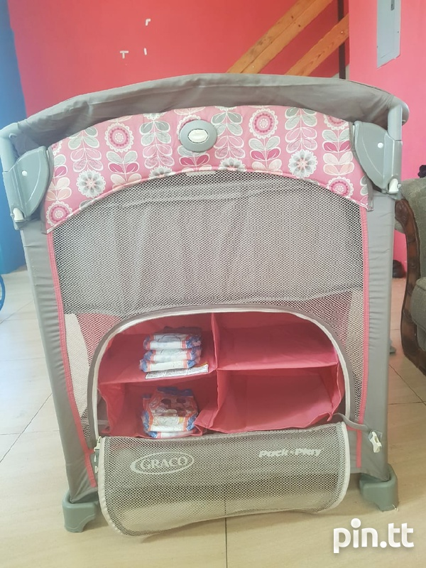 graco playard with changing station-2