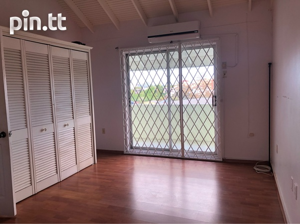 Vistapark Townhouse with 3 Bedrooms-4