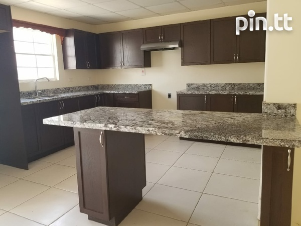 Brentwood Townhouse with 3 Bedrooms-8