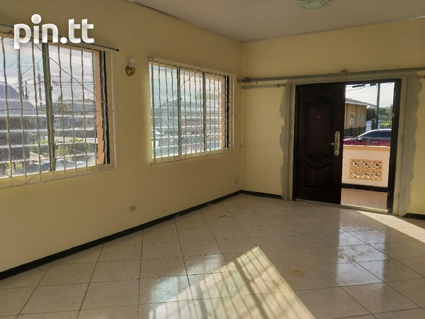 Vessiny Upstairs Apartment-2