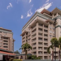 2 bedroom Bayside apartment available