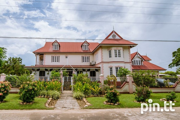 BEAUTIFUL 3 BEDROOM HOUSE, PARK VIEW CRESCENT, TRINCITY-1