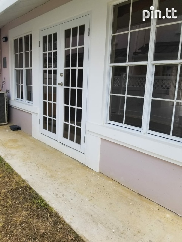Brentwood Townhouse with 3 Bedrooms-2