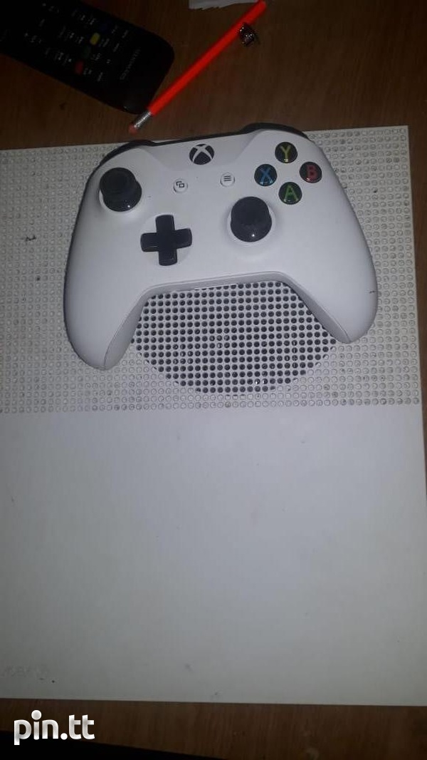 Xbox One S with Controller and game-3