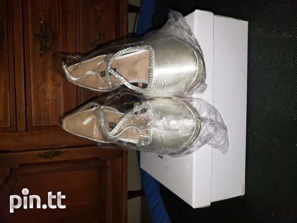 Womens wedding shoes size 10-4
