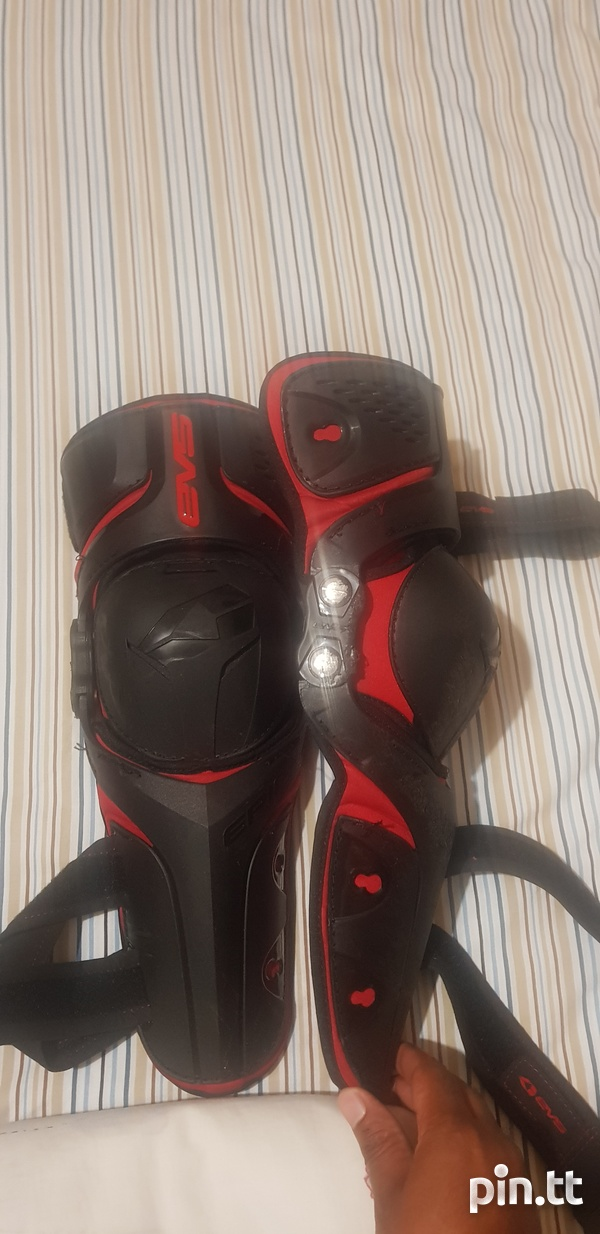 Motorcycle knee and shin pads-2