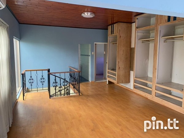 House with 3 Bedrooms-5