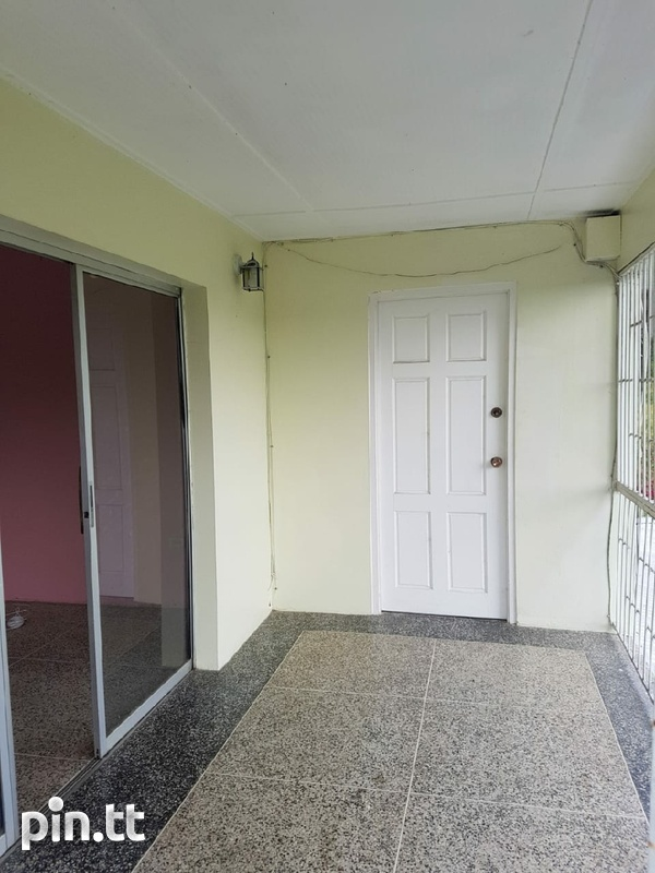 Upstairs 3 Bedroom House Chin Chin Road-8