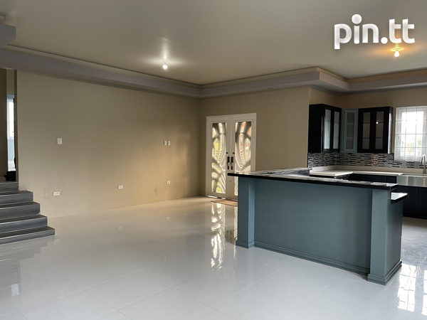 BEAUTIFUL HOME WITH 3 BEDROOMS LANGE PARK-5