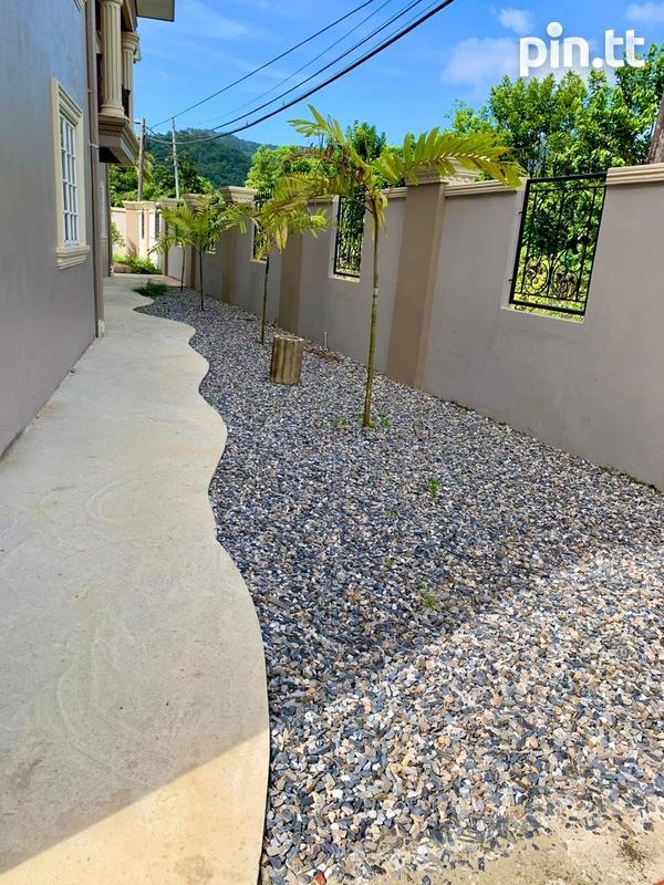5 Bedroom 2 Storey Investment House-8