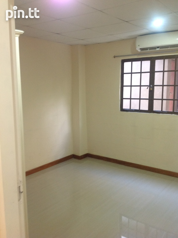 Unfurnished 1 Bedroom Apartment - 39 St. Ann's Road,-6