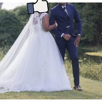 Used wedding, first photo is actual colour of the suit. Worn once