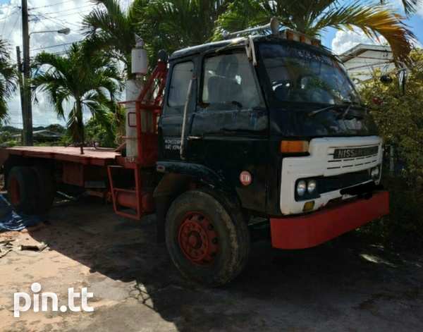 Nissan Flatbed Truck with Winch-2