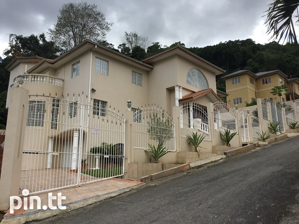 Majestic 4 Bedroom Hololo Heights Home-2