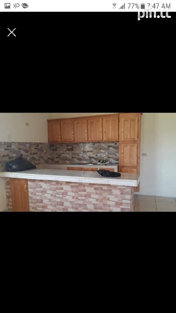 House with 4 Bedrooms-2