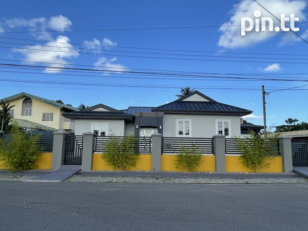 BEAUTIFUL HOME WITH 3 BEDROOMS LANGE PARK-3