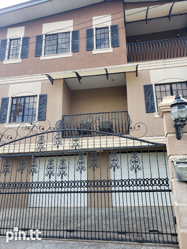 Executive Fully furnished 3 Bedroom Townhouse-1