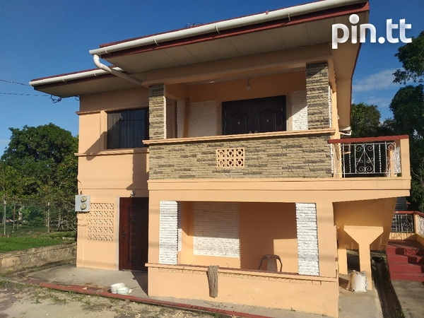 Vessiny Upstairs Apartment-1
