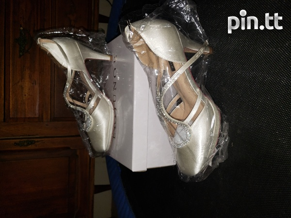 Womens wedding shoes size 10-6