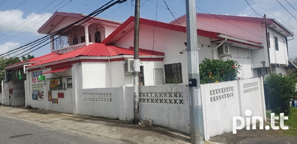 3 bedroom house with commercial space-1