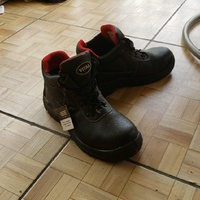 New Steel toed boots size 10