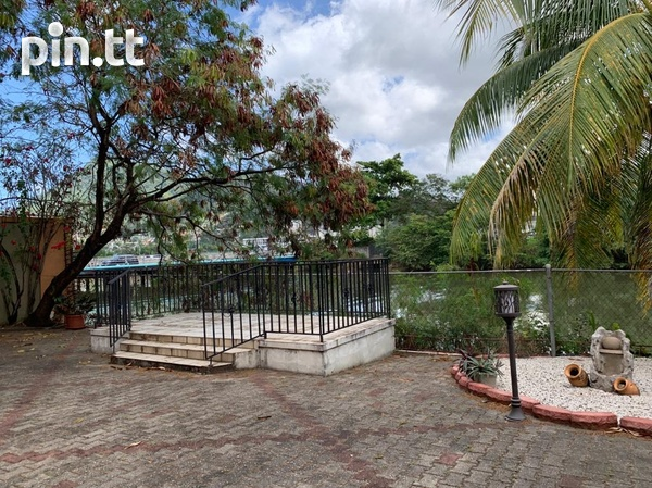 Fully Furnished Strafford Court 3 Bedroom Townhouse-8