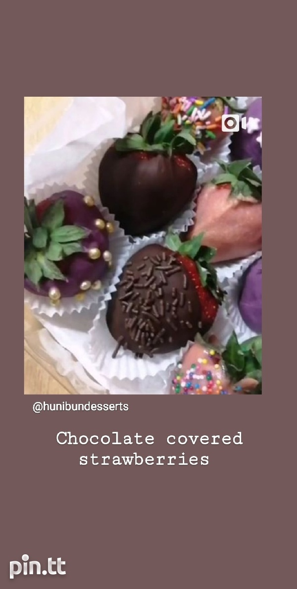 Valentines day sweet box and chocolate covered strawberries-5