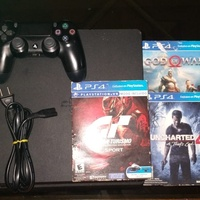 Ps4 slim w/controller and 3 games