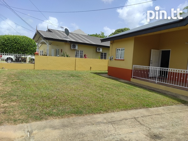 Dinsely Courts, Safe Community House with 3 Bedrooms-2
